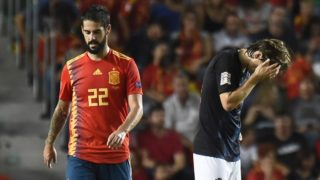 Croatia's midfielder Luka Modric (R) reacts next to Spain's midfielder Isco after a new goal by Spain during the UEFA Nations League A group 4 football match between Spain and Croatia at the Manuel Martinez Valero stadium in Elche on September 11, 2018. / AFP PHOTO / JOSE JORDAN