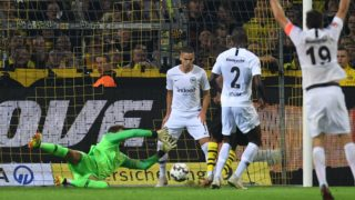 Dortmund's French defender Abdou Diallo scores the opening goal past Frankfurt's German goalkeeper Kevin Trapp (L) during the German first division Bundesliga football match Borussia Dortmund v Eintracht Frankfurt in Dortmund, western Germany, on September 14, 2018. / AFP PHOTO / Patrik STOLLARZ / RESTRICTIONS: DFL REGULATIONS PROHIBIT ANY USE OF PHOTOGRAPHS AS IMAGE SEQUENCES AND/OR QUASI-VIDEO
