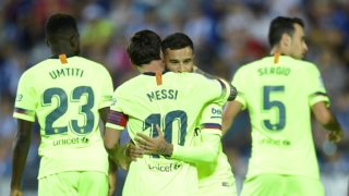 Barcelona's Argentinian forward Lionel Messi congratulates Barcelona's Brazilian midfielder Philippe Coutinho for scoring the opening goal during the Spanish league football match Club Deportivo Leganes SAD against FC Barcelona at the Estadio Municipal Butarque in Leganes on the outskirts of Madrid on September 26, 2018. / AFP PHOTO / OSCAR DEL POZO