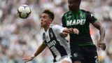 Juventus' Argentine forward Paulo Dybala (L) and Sassuolo's defender Marlon Santos go for the ball during the Italian Serie A football match Juventus vs Sassuolo on September 16, 2018 at the Juventus stadium in Turin. / AFP PHOTO / Miguel MEDINA