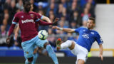 LIVERPOOL, ENGLAND - SEPTEMBER 16:  Pedro Obiang of West Ham United is challenged by Morgan Schneiderlin of Everton during the Premier League match between Everton FC and West Ham United at Goodison Park on September 16, 2018 in Liverpool, United Kingdom.  (Photo by Stu Forster/Getty Images)