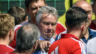Russia's former head coach Guus Hiddink (C ) talks to players during a training session in Novogorsk, outside Moscow, on June 28, 2018, ahead of their Russia 2018 World Cup round of 16 football match against Spain. / AFP PHOTO / Alexander NEMENOV