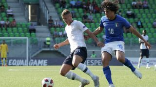 Mickael Cuisane of France (L) and Sandro Tonali of Italy vie for the ball during the football 2018 UEFA European Under-19 Championship semifinal match Italy vs France in Vaasa, Finland on July 26, 2018. (Photo by Timo Aalto / Lehtikuva / AFP) / Finland OUT