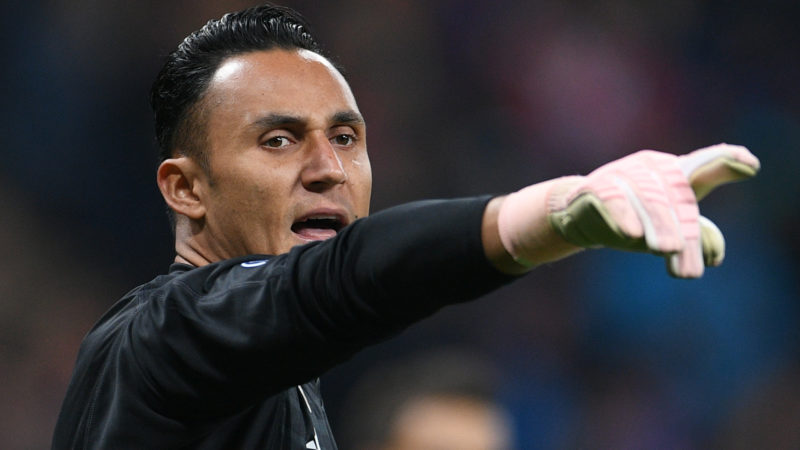 5654813 02.10.2018 Real's goalkeeper Keylor Navas gestures to his teammates during the Champions League group G soccer match between CSKA Moscow and Real Madrid, in Moscow, Russia, October 2, 2018. Ramil Sitdikov / Sputnik