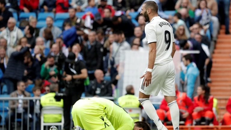 MADRID, SPAIN - OCTOBER 20: Karim Benzema (R) of Real Madrid and Oier Olazabal of Levante during the La Liga match between Real Madrid and Levante at the Santiago Bernabeu Stadium in Madrid, Spain on October 20, 2018. Burak Akbulut / Anadolu Agency