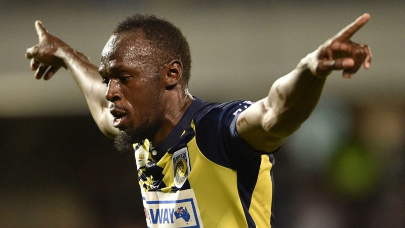 Olympic sprinter Usain Bolt celebrates scoring a goal for A-League football club Central Coast Mariners in his first competitive start for the club against Macarthur South West United in Sydney on October 12, 2018. (Photo by PETER PARKS / AFP) / -- IMAGE RESTRICTED TO EDITORIAL USE - STRICTLY NO COMMERCIAL USE --