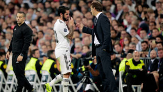 MADRID, SPAIN - OCTOBER 23: (L-R) Isco of Real Madrid, coach Julen Lopetegui of Real Madrid  during the UEFA Champions League  match between Real Madrid v Viktoria Plzen at the Santiago Bernabeu on October 23, 2018 in Madrid Spain (Photo by David S. Bustamante/Soccrates /Getty Images)