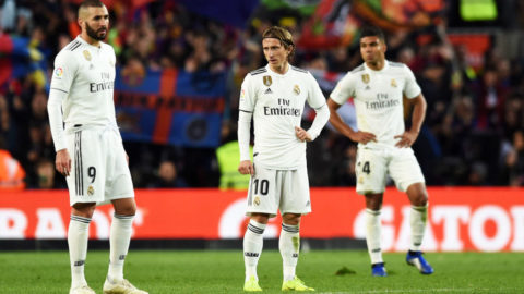 BARCELONA, SPAIN - OCTOBER 28:  Karim Benzema and Luka Modric of Real Madrid look dejected during the La Liga match between FC Barcelona and Real Madrid CF at Camp Nou on October 28, 2018 in Barcelona, Spain.  (Photo by Alex Caparros/Getty Images)