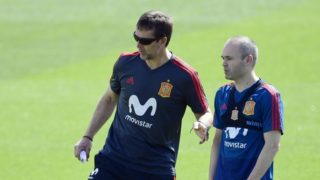 Spain's coach Julen Lopetegui (L) and Spain's midfielder Andres Iniesta attend a training session of Spain's national football team at the City of Football in Las Rozas near Madrid on May 31, 2018. (Photo by PIERRE-PHILIPPE MARCOU / AFP)