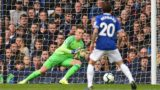 Everton's English goalkeeper Jordan Pickford dives to make a save during the English Premier League football match between Everton and Crystal Palace at Goodison Park in Liverpool, north west England on October 21, 2018. (Photo by Oli SCARFF / AFP) / RESTRICTED TO EDITORIAL USE. No use with unauthorized audio, video, data, fixture lists, club/league logos or 'live' services. Online in-match use limited to 120 images. An additional 40 images may be used in extra time. No video emulation. Social media in-match use limited to 120 images. An additional 40 images may be used in extra time. No use in betting publications, games or single club/league/player publications. /