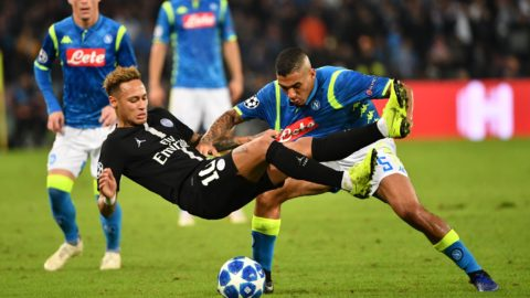 Paris Saint-Germain's Brazilian forward Neymar (L) vies with Napoli's Brazilian midfielder Allan during the European Champions League football match Napoli vs Paris Saint-Germain (PSG) on November 6, 2018 at San Paolo stadium in Naples. (Photo by Alberto PIZZOLI / AFP)
