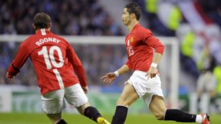 Manchester United´s Portuguese player Cristiano Ronaldo (R) celebrates next to team-mate Wayne Rooney after scoring against FC Porto during their UEFA Champions League quarter final second leg football match at Dragao Stadium in Porto, on April 15, 2009. AFP PHOTO / MIGUEL RIOPA (Photo by MIGUEL RIOPA / AFP)