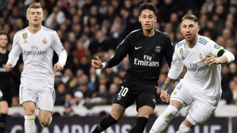 Real Madrid's Spanish defender Sergio Ramos (R) vies with Paris Saint-Germain's Brazilian forward Neymar (C) AS Real Madrid's German midfielder Toni Kroos approaches during the UEFA Champions League round of sixteen first leg football match Real Madrid CF against Paris Saint-Germain (PSG) at the Santiago Bernabeu stadium in Madrid on February 14, 2018. (Photo by CHRISTOPHE SIMON / AFP)