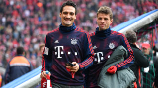 v.li:Mats HUMMELS (FC Bayern Munich), Thomas MUELLER (MULLER, FC Bayern Munich), Reserve Bank, Substitute Bank, Substitute, Reserve Player, Bank, Replacement Player, Action. Soccer 1. Bundesliga, 10.matchday, matchday10, Bayern München M) - SC Freiburg (FR) 1-1, on 03.11.2018 in Muenchen ALLIANZARENA, DFL REGULATIONS PROHIBIT ANY USE OF PHOTOGRAPH AS IMAGE SEQUENCES AND / OR QUASI VIDEO , | usage worldwide