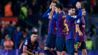 BARCELONA, SPAIN - NOVEMBER 11: Leo Messi (R) of FC Barcelona of FC Barcelona reacts after the defeat next to his teammates during the La Liga match between FC Barcelona and Real Betis Balompie at Camp Nou on November 11, 2018 in Barcelona, Spain. (Photo by David Aliaga/MB Media/Getty Images)