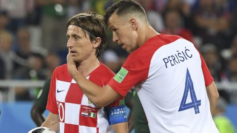 Croatia's midfielder Luka Modric (L) prepares to take a penalty next to Croatia's forward Ivan Perisic during the Russia 2018 World Cup Group D football match between Croatia and Nigeria at the Kaliningrad Stadium in Kaliningrad on June 16, 2018. (Photo by Patrick HERTZOG / AFP) / RESTRICTED TO EDITORIAL USE - NO MOBILE PUSH ALERTS/DOWNLOADS