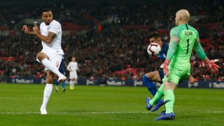 England's striker Callum Wilson (L) sends a shot wide during the international friendly football match between England and the United States at Wembley stadium in north London on November 15, 2018. (Photo by Ian KINGTON / AFP) / NOT FOR MARKETING OR ADVERTISING USE / RESTRICTED TO EDITORIAL USE