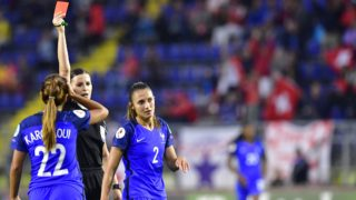 France's defender Eve Perisset (R) is sent off by Hungarian referee Katalin Kulcsar during the UEFA Women's Euro 2017 football match between Switzerland and France at the Rat Verlegh Stadium in Breda on July 26, 2017. (Photo by TOBIAS SCHWARZ / AFP)