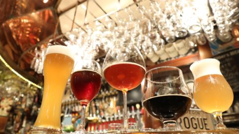 Glasses of beer are pictured at Beer Club Popeye in Tokyo on Sep. 2, 2018. Currently stores specializing in craft beer are popular in Japan. Each shop tries to do something to enhance the tastes and scents of beer.( The Yomiuri Shimbun )