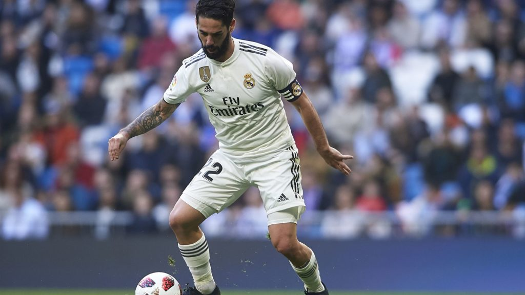 MADRID, SPAIN - DECEMBER 06: Isco Alarcon of Real Madrid controls the ball during the Spanish Copa del Rey second leg match between Real Madrid and UD Melilla at Santiago Bernabeu on December 06, 2018 in Madrid, Spain. (Photo by Quality Sport Images/Getty Images)