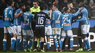 Napoli's Italian forward Lorenzo Insigne (2ndR) holds off Napoli's Senegalese defender Kalidou Koulibaly (R) as referee Paolo Mazzoleni (4thL) argues with Napoli's Belgian forward Dries Mertens after Koulibaly received a red card during the Italian Serie A football match Inter Milan vs Napoli on December 26, 2018 at the San Siro stadium in Milan. (Photo by Marco BERTORELLO / AFP)