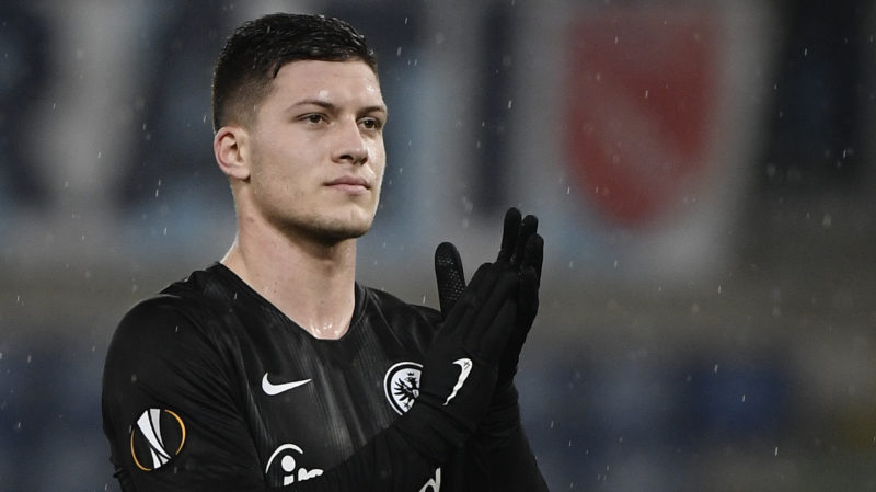 Frankfurt's Serbian forward Luka Jovic acknowledges fans after the UEFA Europa League group H football match Lazio Rome vs Eintracht Frankfurt on December 13, 2018 at the Olympic stadiul in Rome. (Photo by Filippo MONTEFORTE / AFP)