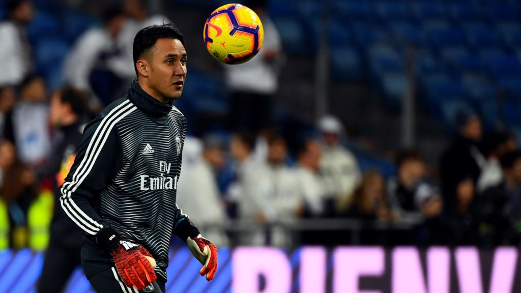 Real Madrid's Costa Rican goalkeeper Keylor Navas warms up before the Spanish League football match between Real Madrid and Rayo Vallecano at the Santiago Bernabeu stadium in Madrid on December 15, 2018. (Photo by GABRIEL BOUYS / AFP)
