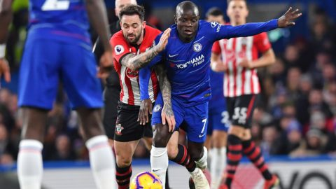 Southampton's English striker Danny Ings (L) vies with Chelsea's French midfielder N'Golo Kante during the English Premier League football match between Chelsea and Southampton at Stamford Bridge in London on January 2, 2019. (Photo by Ben STANSALL / AFP) / RESTRICTED TO EDITORIAL USE. No use with unauthorized audio, video, data, fixture lists, club/league logos or 'live' services. Online in-match use limited to 120 images. An additional 40 images may be used in extra time. No video emulation. Social media in-match use limited to 120 images. An additional 40 images may be used in extra time. No use in betting publications, games or single club/league/player publications. /