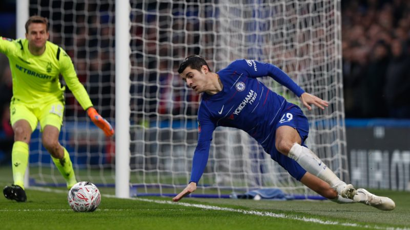 Chelsea's Spanish striker Alvaro Morata (R) tries to keep the ball in play during the English FA Cup third round football match between Chelsea and Nottingham Forest at Stamford Bridge in London on January 5, 2019. (Photo by Adrian DENNIS / AFP) / RESTRICTED TO EDITORIAL USE. No use with unauthorized audio, video, data, fixture lists, club/league logos or 'live' services. Online in-match use limited to 120 images. An additional 40 images may be used in extra time. No video emulation. Social media in-match use limited to 120 images. An additional 40 images may be used in extra time. No use in betting publications, games or single club/league/player publications. /