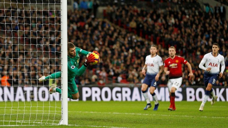 Manchester United's Spanish goalkeeper David de Gea (L) dives to make a save from a Tottenham Hotspur's English striker Harry Kane free kick during the English Premier League football match between Tottenham Hotspur and Manchester United at Wembley Stadium in London, on January 13, 2019. - Manchester United won 1-0. (Photo by Ian KINGTON / IKIMAGES / AFP) / RESTRICTED TO EDITORIAL USE. No use with unauthorized audio, video, data, fixture lists, club/league logos or 'live' services. Online in-match use limited to 45 images, no video emulation. No use in betting, games or single club/league/player publications.
