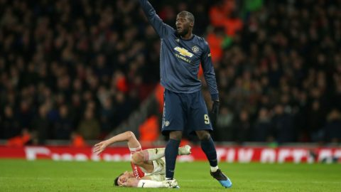 Manchester United's Belgian striker Romelu Lukaku (R) gestures to the medical staff after a clash with Arsenal's French defender Laurent Koscielny (L) leaves the latter in pain during the English FA Cup fourth round football match between Arsenal and Manchester United at the Emirates Stadium in London on January 25, 2019. (Photo by Daniel LEAL-OLIVAS / AFP) / RESTRICTED TO EDITORIAL USE. No use with unauthorized audio, video, data, fixture lists, club/league logos or 'live' services. Online in-match use limited to 120 images. An additional 40 images may be used in extra time. No video emulation. Social media in-match use limited to 120 images. An additional 40 images may be used in extra time. No use in betting publications, games or single club/league/player publications. /