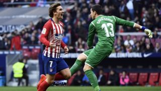 Atletico Madrid's French forward Antoine Griezmann (L) reacts to missing a goal opportunity during the Spanish league football match between Club Atletico de Madrid and Getafe CF at the Wanda Metropolitano stadium in Madrid on January 26, 2019. (Photo by OSCAR DEL POZO / AFP)