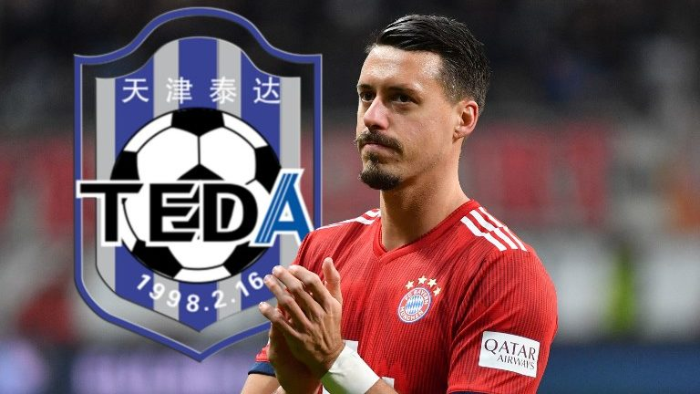PHOTOMONTAGE: Media: Bayern's Wagner before departure after China to Tianjin Teda. Archive photo; Sandro WAGNER (FC Bayern Munich), gesture, claps applause, action, single image, single cut motive, half figure, half figure. Soccer 1. Bundesliga, 17.matchday, matchday17, Eintracht Frankfurt (F) -FC Bayern Munich M) 0-3. on 22/12/2018 in Frankfurt. COMMERZBANKAREN A. DFL REGULATION PROHIBIT ANY USE OF PHOTOGRAPHS AS IMAGE SEQUENCES AND / OR QUASI VIDEO. ¬ | usage worldwide