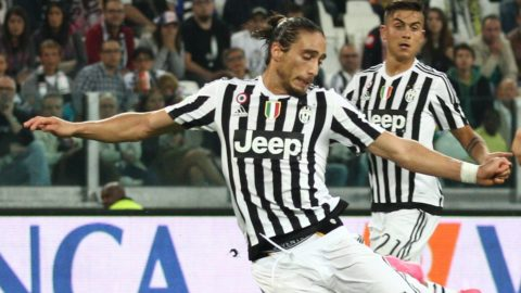 Juventus defender Martin Caceres (4) shoots the ball during the Serie A football match n.3 JUVENTUS - CHIEVO VERONA on 12/09/15 at the Juventus Stadium in Turin, Italy. (Photo by Matteo Bottanelli/NurPhoto)
