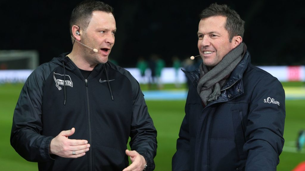 16 February 2019, Berlin: Soccer: Bundesliga, Hertha BSC - Werder Bremen, 22nd matchday. Head coach Pal Dardai of Hertha BSC (l) and Lothar Matthäus in an interview before the start of the game. Photo: Andreas Gora/dpa - IMPORTANT NOTE: In accordance with the requirements of the DFL Deutsche Fußball Liga or the DFB Deutscher Fußball-Bund, it is prohibited to use or have used photographs taken in the stadium and/or the match in the form of sequence images and/or video-like photo sequences.