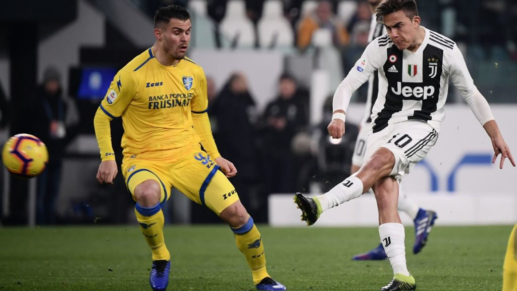 Juventus' Argentine forward Paulo Dybala (R) shoots to open the scoring during the Italian Serie A football match Juventus vs Frosinone on February 15, 2019 at the Juventus stadium in Turin. (Photo by Marco BERTORELLO / AFP)