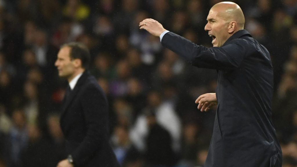 Real Madrid's French coach Zinedine Zidane (R) gestures beside Juventus' Italian coach Massimiliano Allegri during the UEFA Champions League quarter-final second leg football match between Real Madrid CF and Juventus FC at the Santiago Bernabeu stadium in Madrid on April 11, 2018. (Photo by PIERRE-PHILIPPE MARCOU / AFP)