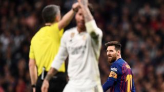 Barcelona's Argentinian forward Lionel Messi (R) looks at Real Madrid's Spanish defender Sergio Ramos (C) during the Spanish league football match between Real Madrid CF and FC Barcelona at the Santiago Bernabeu stadium in Madrid on March 2, 2019. (Photo by OSCAR DEL POZO / AFP)