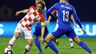 Croatia's  midfielder Luka Modric (L) controls the ball during the Euro 2020 qualification football match between Croatia and Azerbaijan at Maksimir stadium in Zagreb, Croatia on March 21, 2019. (Photo by Denis LOVROVIC / AFP)