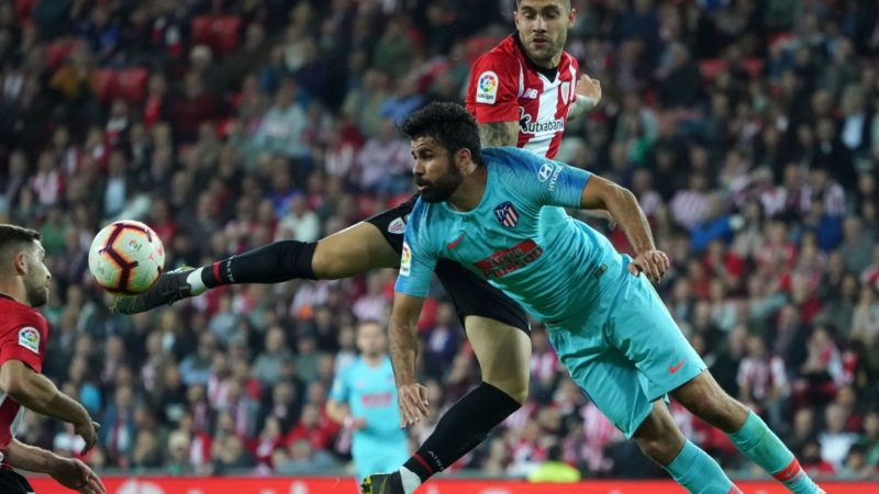 Athletic Bilbao's Spanish defender Unai Nunez (TOP) vies with Atletico Madrid's Spanish forward Diego Costa during the Spanish league football match between Athletic Club Bilbao and Club Atletico de Madrid at the San Mames stadium in Bilbao on March 16, 2019. (Photo by CESAR MANSO / AFP)