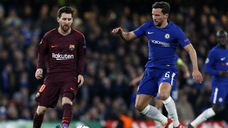 Barcelona's Argentinian striker Lionel Messi (L) vies with Chelsea's English midfielder Danny Drinkwater during the first leg of the UEFA Champions League round of 16 football match between Chelsea and Barcelona at Stamford Bridge stadium in London on February 20, 2018. (Photo by Ian KINGTON / IKIMAGES / AFP)