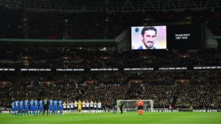 Players from both sides observe a minute of applause for Jimmy Armfield, Cyrille Regis and Davide Astori (pictured on the screen) ahead of the International friendly football match between England and Italy at Wembley stadium in London on March 27, 2018. (Photo by Glyn KIRK / AFP)