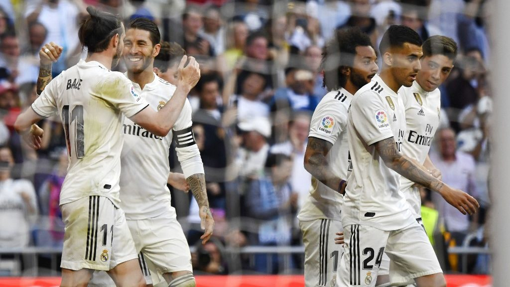 Real Madrid's Welsh forward Gareth Bale (L) celebrates his goal with Real Madrid's Spanish defender Sergio Ramos during the Spanish league football match between Real Madrid CF and RC Celta de Vigo at the Santiago Bernabeu stadium in Madrid on March 16, 2019. (Photo by GABRIEL BOUYS / AFP)