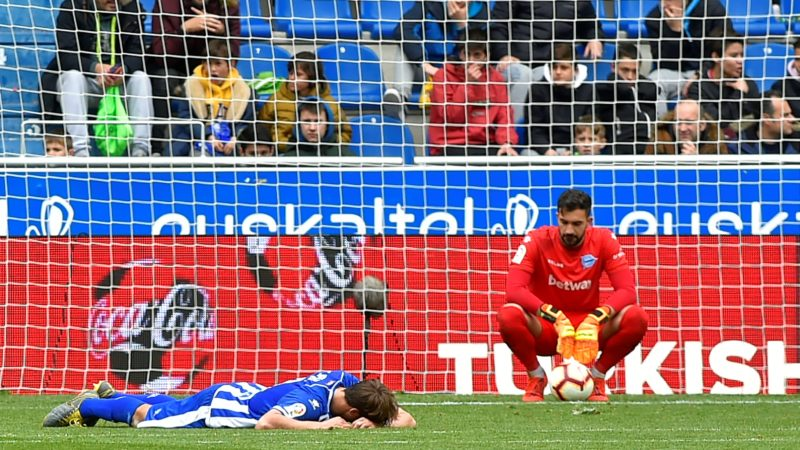 Alaves' Spanish goalkeeper Fernando Pacheco (R) reacts during the Spanish league football match between Deportivo Alaves and CD Leganes at the Mendizorroza stadium in Vitoria on April 7, 2019. (Photo by ANDER GILLENEA / AFP)