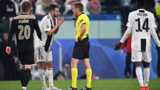 TURIN, ITALY - APRIL 16:  Miralem Pjanic of Juventus appeals to Referee Clement Turpin during the UEFA Champions League Quarter Final second leg match between Juventus and Ajax at Allianz Stadium on April 16, 2019 in Turin, Italy. (Photo by Stuart Franklin/Getty Images)