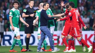 Tumult in the square. coach Niko Kovac (Bayern Munich, m.) tries to intervene and is pushed away by Thomas Mueller (Bayern Munich r.). GES / Football / DFB Cup: Werder Bremen - FC Bayern Munich, 24.04.2019 Football / Soccer: DFB Cup: SV Werder Bremen vs. FC Bayern Munich, Bremen, April 24, 2019 | usage worldwide
