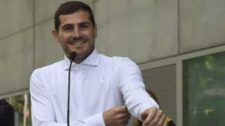 Porto's Spanish goalkeeper Iker Casillas smiles as he addresses journalists after leaving a hospital in Porto on May 06, 2019 after recovering from a heart attack. - The 37-year-old Spanish soccer legend Iker Casillas left a Portuguese hospital today, where he entered on May 1, 2019 after suffering a myocardial infarction during a training session with Porto and emotionally declared that he doesn't know what his life will be like from now on. (Photo by Miguel RIOPA / AFP)