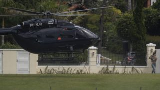 The helicopter transporting Brazil's footballer Neymar arrives at the Granja Comary sport complex in Teresopolis, Brazil, on May 25, 2019 where the national team is training ahead of the Copa America football tournament. (Photo by Mauro PIMENTEL / AFP)