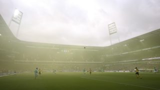 dpatop - 04 May 2019, Bremen: Soccer: Bundesliga, Werder Bremen - Borussia Dortmund, 32nd matchday in Weser Stadium. The playing field is covered in yellow fog, after a pyro action of the fans from Dortmund. Photo: Friso Gentsch/dpa - IMPORTANT NOTE: In accordance with the requirements of the DFL Deutsche Fußball Liga or the DFB Deutscher Fußball-Bund, it is prohibited to use or have used photographs taken in the stadium and/or the match in the form of sequence images and/or video-like photo sequences.