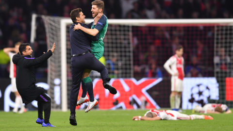 08 May 2019, Netherlands, Amsterdam: Football, Champions League, knockout round, semi-final, return leg Ajax Amsterdam - Tottenham Hotspur, in the Johan Cruijff ArenA. Coach Mauricio Pochettino (2nd from left) from Tottenham cheers with his player Ben Davies (M) about the victory. Photo: Marius Becker/dpa